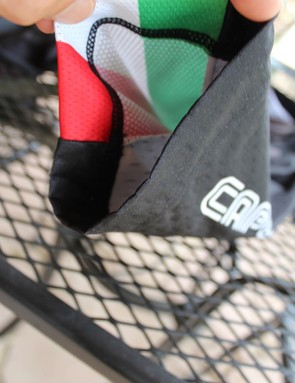 The sleeve hem of the Capo SC-12 jersey is elastic free, which makes for a comfortable, non-binding fit