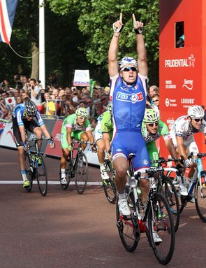 Arnaud Démare wins the Prudential RideLondon-Surrey Classic