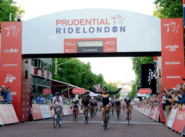Laura Trott (Wiggle Honda) triumphs in the Prudential RideLondon Grand Prix