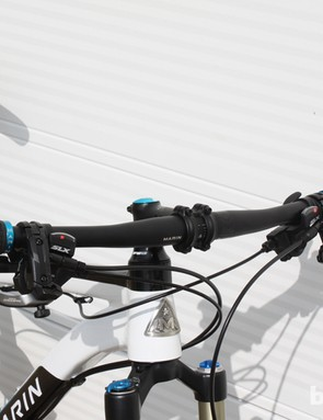 The low and wide cockpit of the 2014 Marin Rift Zone 29er