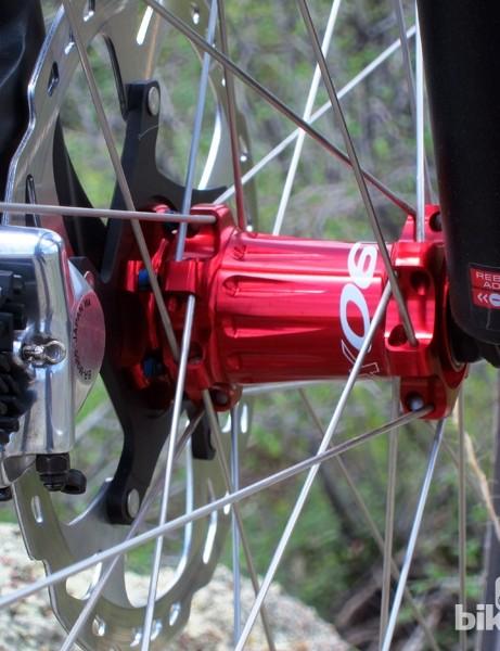 Easton uses straight-pull spokes on the EC90 XC wheelset