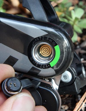 The bulls-eye connector ensures proper contact regardless of the Garmin Vector spindle's rotational position. A metal clip secures the plug in place and the connection is sealed with an O-ring