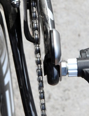 Potential Garmin Vector buyers need to be aware of clearance issues between the chain and ribbon cable when the chain is in the largest chainring and smallest cog