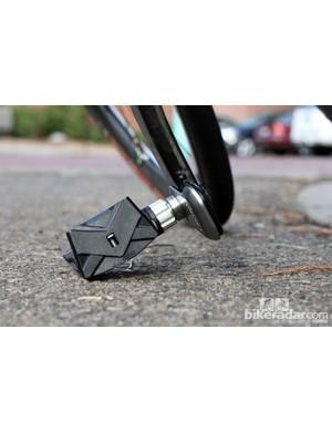 Despite appearances, it's virtually impossible to clip the Garmin Vector pod during a corner