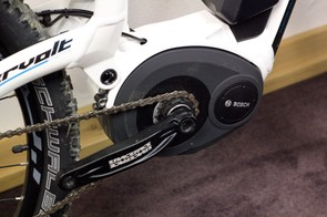 The Lapierre Overvolt uses the latest-generation 400W Bosch pedal-assist electric motor, employing a 32-bit processor and three sensors to provide smooth assistance