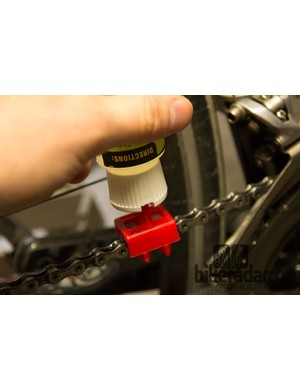 To use, just flip the No Drip Luber upside-down, place it on top of the chain and gently squeeze while back-pedalling