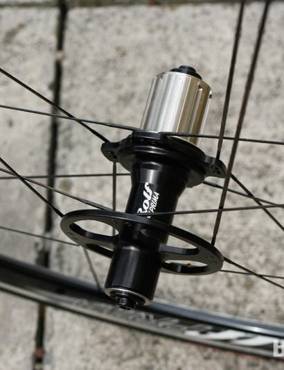 Staggered flanges and a titanium freehub body on the front Rolf Prima Vigor Alpha wheel