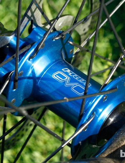The British theme crops up again with Hope Pro 2 Evo hubs on this Pace RC127 build