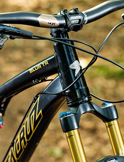 The Santa Cruz Blur TR's dropped top tube helps make the cockpit feel roomy