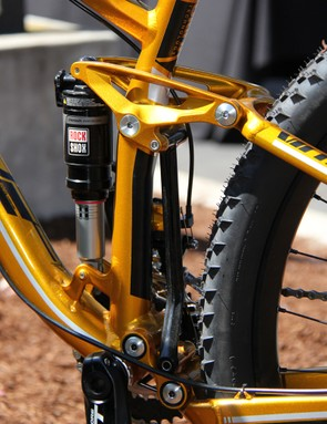 The Virtue Nine uses Felt's Equilink suspension, which is a variation on a dual-link design with a strut mounted between the two links to control their movement, and (in the case of aluminum bikes) an additional set of pivots on the seatstays above the rear axle