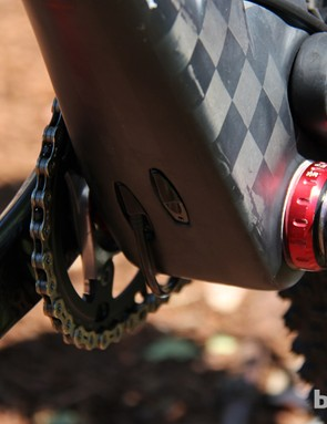 The 2014 Edict Nine FRD uses a tried and true 73mm threaded bottom bracket
