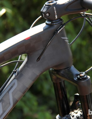 The Edict Nine FRD has internal routing for the rear derailleur
