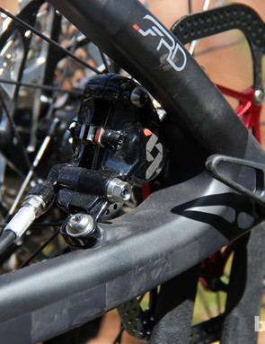 The rear brake on the Felt Edict Nine FRD is tucked between the seat- and chainstay