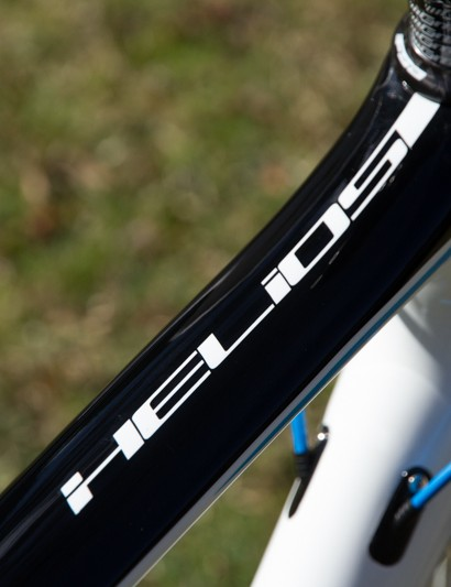 The Polygon Helios C6.0's wide, flat top tube leads into the oversized head tube