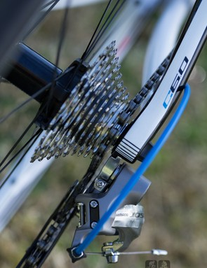 The Polygon Helios C6.0 features thick and stylish dropouts –check out that paint detail