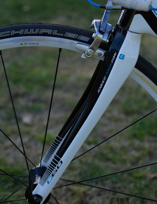 The Polygon Helios C6.0 has a full-carbon fork – many at this price often have heavier aluminium steerer tubes