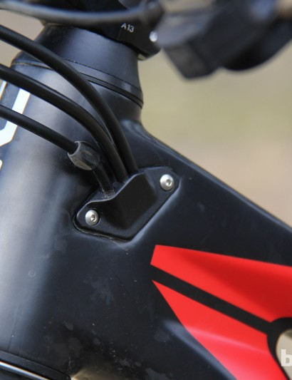 Each side of the BMC Trail Fox 29 head tube has a removable plate that allows for up to three cables to be routed internally; this allows the end user to configure their routing anyway they want