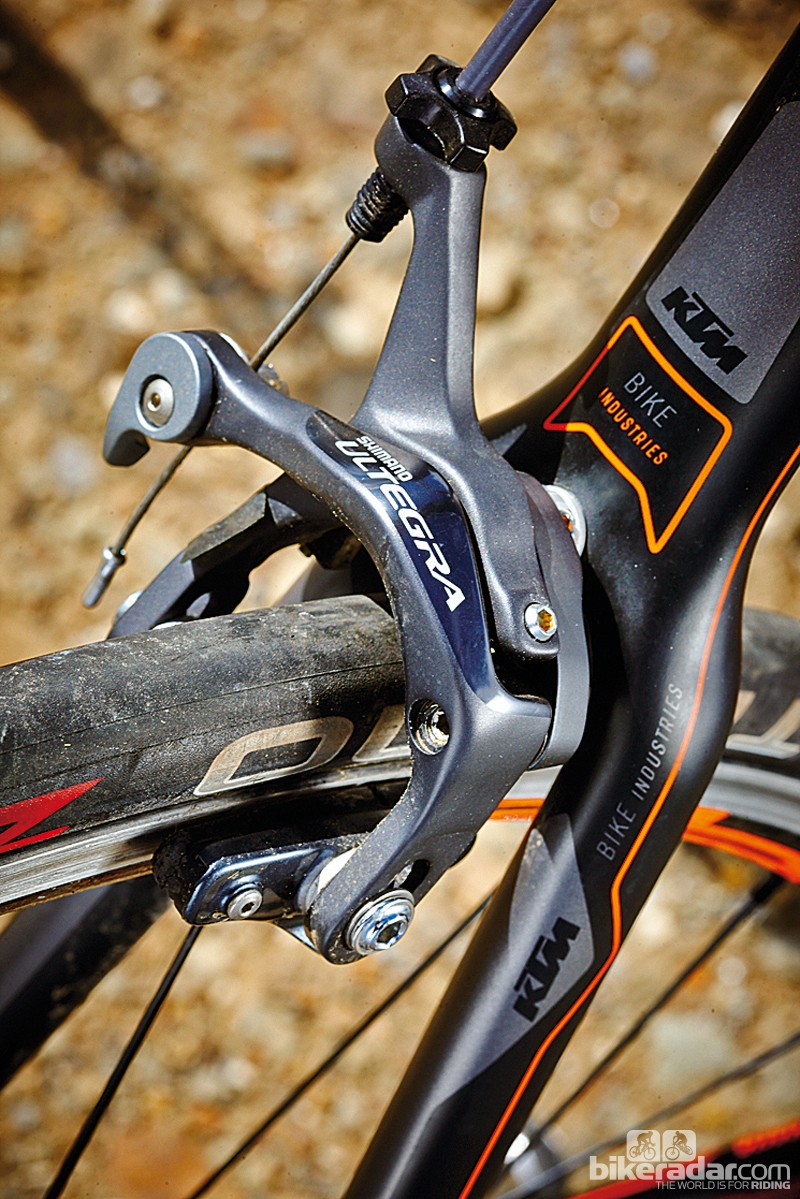 Great braking and very slick electronic shifting from Shimano Ultegra on the KTM Strada 5000 Di2