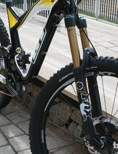A Fox 34 Float CTD fork delivers 160mm of travel on the GT Force X Carbon Pro, 10mm more than the Fox 34 on the regular Force