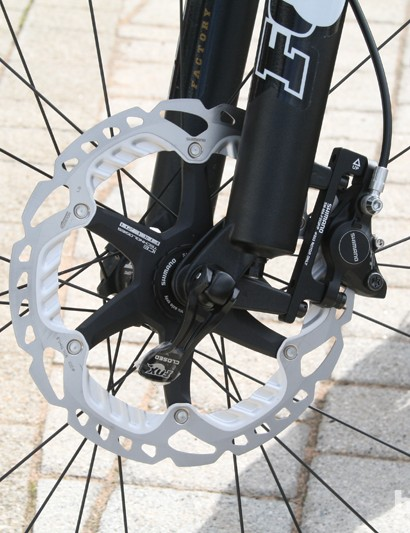 The GT Force X Carbon Pro uses Shimano XT brakes complete with Freeza vented rotors