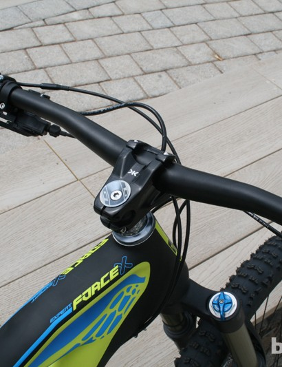 The GT Force X Carbon Expert also uses a wide and tough cockpit