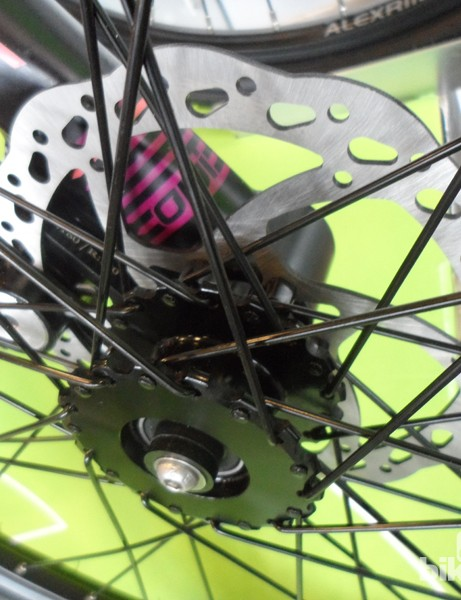 The kids' Cannondale Street features Tektro cable disc brakes