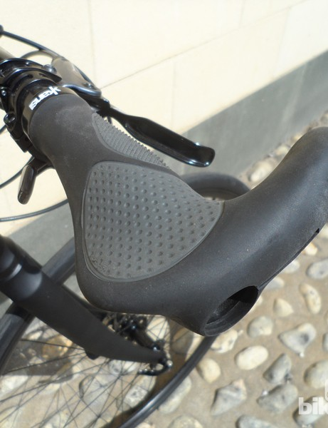 Ergo style lock-on grips with integrated bar ends on the big-wheeled Kansi folding bike