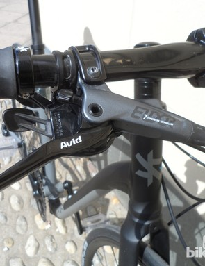 10-speed gearing from SRAM's Rival and hydraulic Elixir 7 disc brakes provided by Avid on the 700c Kansi folder