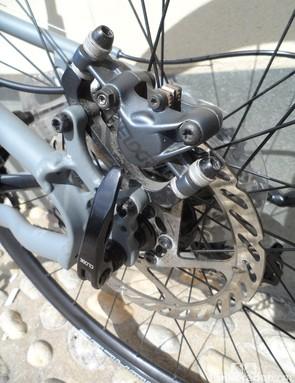 Avid Elixir 7 hydraulic disc brakes on the 700c Kansi folding bike