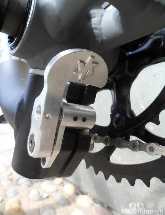 This neat button-operated clamp mounted in front of the bottom bracket is simple to use