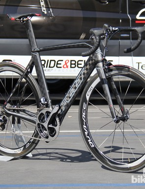 The 2014 Felt AR FRD features the company's cutting-edge composite technology and a Di2-specific frame