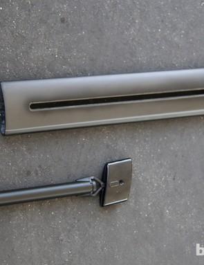 Felt has also developed a novel holder for the internal Di2 battery on the Felt AR FRD