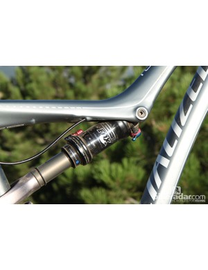 The Specialized Rumor features Autosag, a super-simple way to set up suspension by pumping the shock to the rider's weight in psi, adding an additional 50psi, sitting on the bike and releasing the air from the Autosag valve