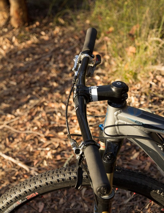 A comfortable 9-degree back sweep featurs on the Ritchey Pro 2X handlebar