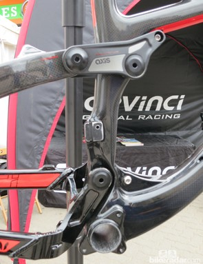 The Devinci Troy uses a direct mount for the front derailleur