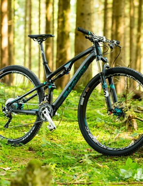 The Whyte M-109 C Team uses a carbon fibre front triangle to help save over a kilo compared to the alloy framed M-109 S