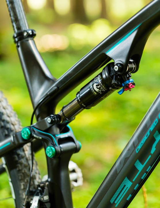 The Whyte M-109 C's sculpted carbon seat mast maintains the impressive standover clearance of its aluminium brethren
