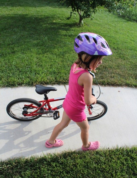 Our little tester loved everything about the Islabikes Cnoc 16 –except its color