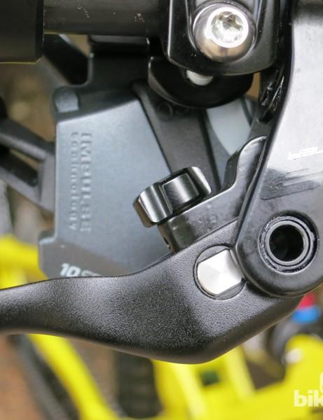 The black knob behind the brake lever adjusts the reach on the FSA Afterburner brake