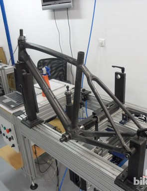 Lapierre designed their own rig to measure stiffness at the head tube, bottom bracket and rear triangle. It's an essential part of their R&D process