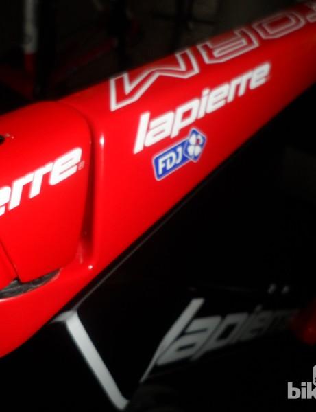 The stem flows straight into the Lapierre Aerostorm TT bike's top tube