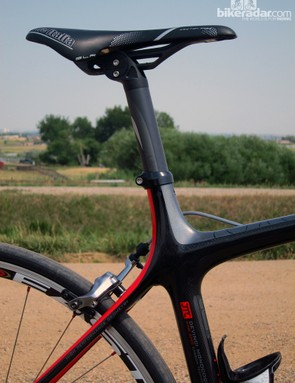 The extended seat tube and 31.6mm-diameter seatpost don't suggest comfort at first, but the Devinci Leo SL is actually quite cushy