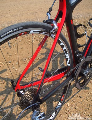 Shaping through the seat stays and chain stays is rather conventional on the Devinci Leo SL