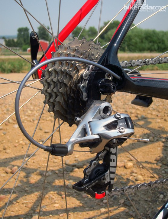 The Leo SL's combination of a SRAM Red 2012 rear derailleur, a previous-generation SRAM Red cassette, and a Shimano chain might seem a bit odd at first but it works well for the most part. The cassette is noticeably noisier than the latest version, though