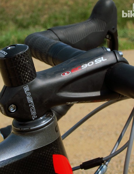 Devinci equips the Leo SL with Easton's excellent EC90 SL carbon cockpit
