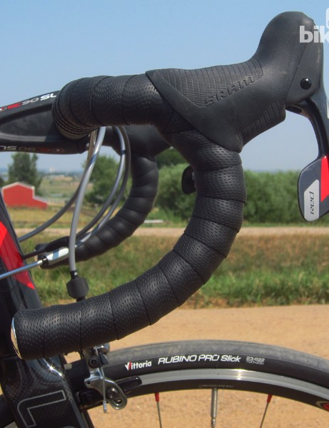 Easton's EC90 SLX3 bend offers a multitude of positions and is comfortable for long days in the saddle