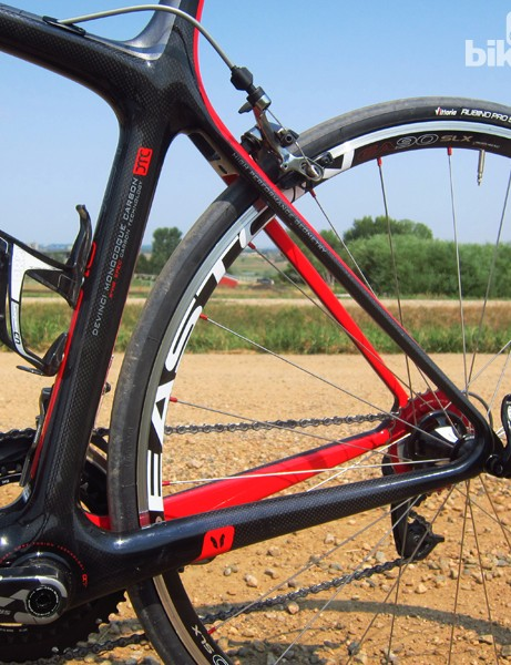 Seat stays loop seamlessly into the chain stays on the Devinci Leo SL