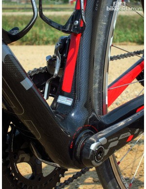 Devinci builds the Leo SL frame with an 86mm-wide press-fit bottom bracket. Adjoining tubes are correspondingly wide to boost stiffness