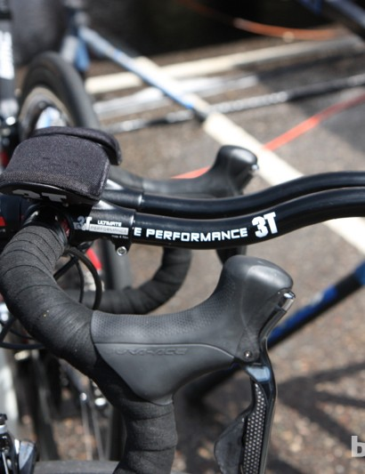 A few BMC riders opted for clip-on aero bars on their road bikes