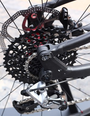 A 142x12mm rear axle aids stiffness on the Focus SAM, while the raised rear pivot improves chain clearance